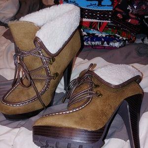 Shoes - Boot heels